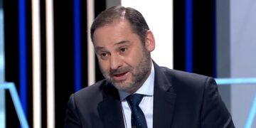 Iván redondo se convierte en la diana de las críticas por su estrategia en el 'crisis Ábalos'